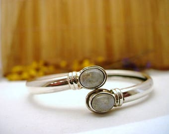 Bracelet in silver and Moonstone.