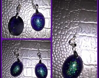 Oval shaped dangling earrings