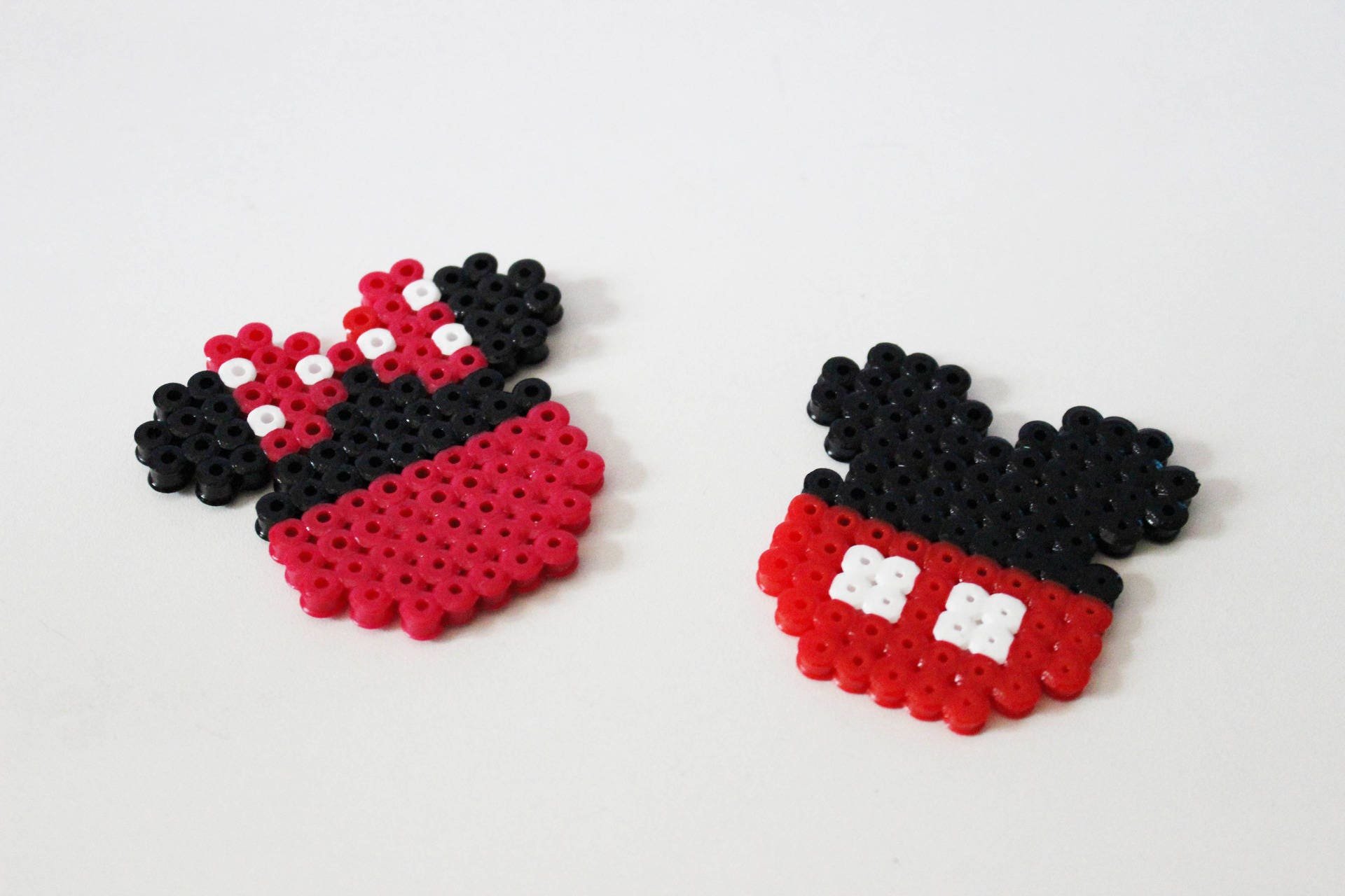 duo mickey et minnie perles hama pixel art. Black Bedroom Furniture Sets. Home Design Ideas
