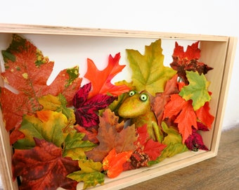 Tree frog in frog, autumn coloring, autumn