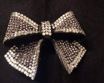 Pretty pre-loved brooch/hair clip black & silver sparkly bling accessory