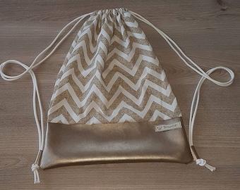 Beige/white bag