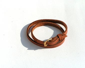Bracelet adjustable leather (cowhide).