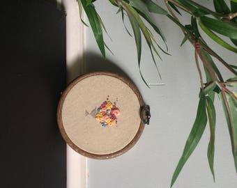 Embroidery hoop 'Vase of flowers'