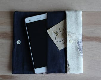 Smartphone holder with pockets and push button