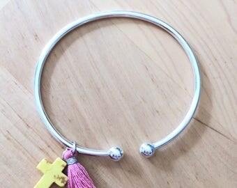 Bracelet jonc en argent avec pompon et croix couleur au choix