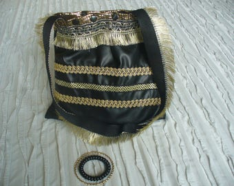 bag with shoulder strap black and gold