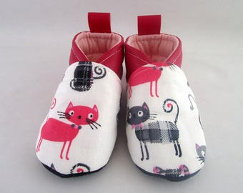 12/15 months fuchsia leatherette and fabric slippers cats