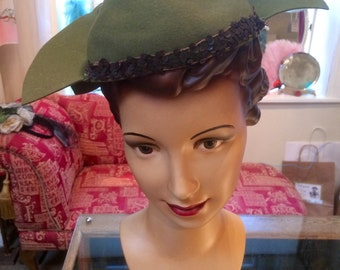 Original vintage 1930's / 1940's sage green felt hat with sequins