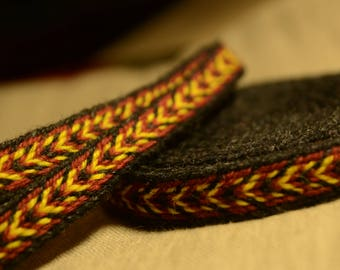 Tablet woven band belt trim / 100% wool / Larp, Viking, Slavic, Baltic, medieval reenactment / Red yellow black belt / 18 mm handwoven strap