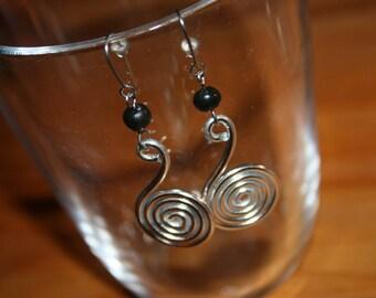Boucles d'oreille aluminium et fimo argenté