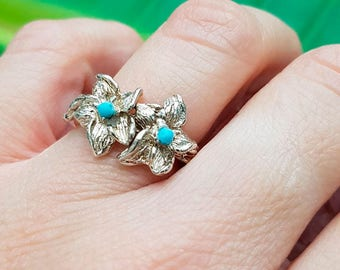 Ring with flowers and turquoise paste