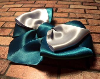 Blue kanzashi brooch. Satin ribbon bow. Kanzashi pin. Japanese style. Gifr for girls. Unique jewelry. Fashion accessory.