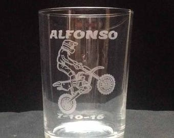 Beer glass engraved with drawing and text you want