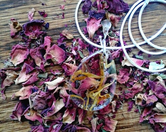 Teardrop Dried Flower Resin Necklace