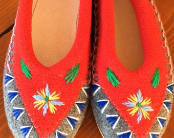 Slippers embroidered wool size 36-37
