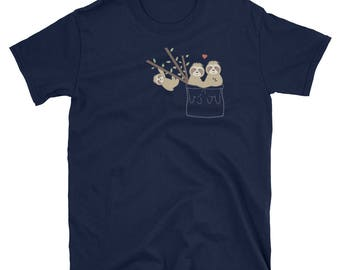 T-Shirt - Cute Sloth Family Playing in Pocket Gift Tee
