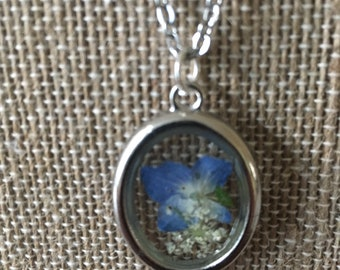 Heart and flowers resin pendant