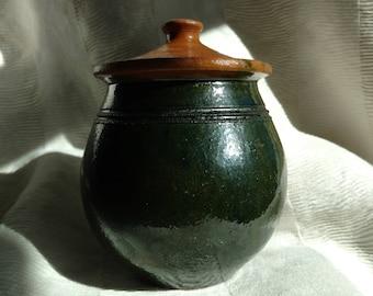 Covered enamel stoneware jar