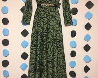 Black green long sleeve dress