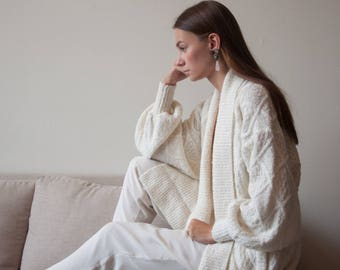 white nubby cable knit sweater jacket / boucle sweater / long white cardigan / s / m / l / 2245o
