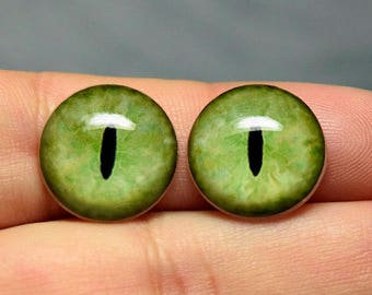 Cat irises 15mm color OliveGreen constricted slit