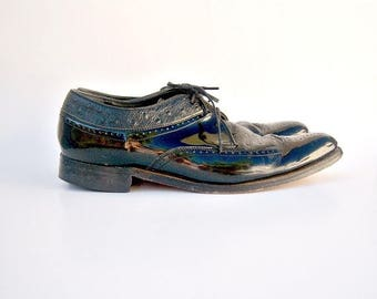 30% MOVING SALE Stacy Adams / black leather wingtips / vintage patent leather brogues / faux ostrich trim / mens 8.5 womens 10