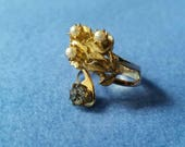 Vintage Wrap Ring with flowers, faux pearls, gray rhinestone - size 9 gold tone adjustable ring