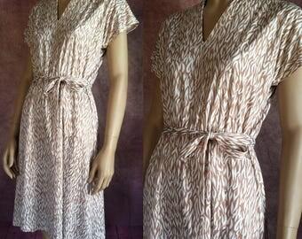 Vintage 1970s Dress   70s Latte Print Belted Day Dress