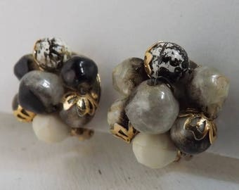 On Sale Vintage lucite cluster beaded earrings art beads, marbled and speckled blacks, grays and whites gold tone clip on earrings Hong Kong