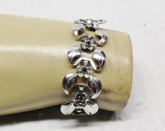 1940s Vintage Rhodium Plated Flower Bracelet with Blue Rhinestones