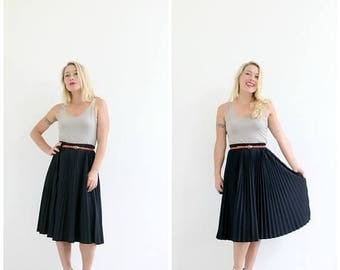 ON SALE 1970s Black Pleat Day Skirt /// Size Medium to Large