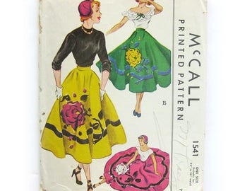 1950 Full Circle Skirt Vintage Sewing Pattern / Floral Felt Applique Pattern / Poodle Skirt / Hat Pattern / McCall 1541