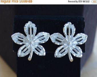 ON SALE Pretty Vintage Silver tone Leaf Clip Earrings, Sarah Coventry (AO15)