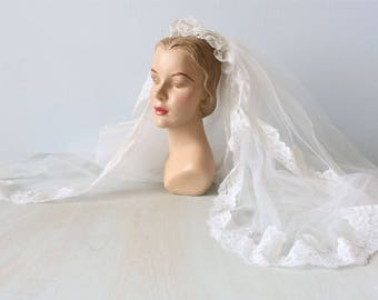 Vintage  Wedding Veil / 1960s Bridal Veil / White Lace Veil with Pearls