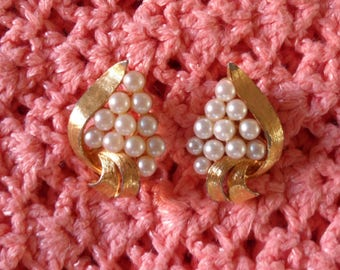 Vintage Gold Tone Faux Pearls Clip On Earrings