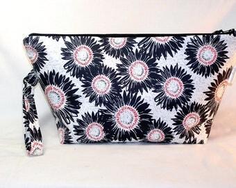 Black Sunflowers Beckett Bag