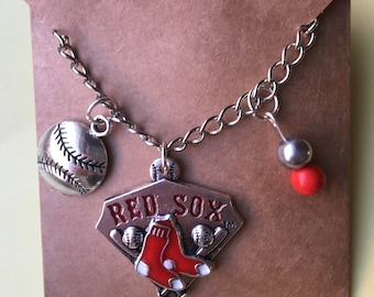 Boston  Red Sox baseball charm necklace 20 inch silver tone chain, Red Sox, ladies jewelry