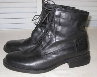 vintage Black Leather Lace Front Ankle Boots by Bass  size 8 medium