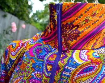 Vintage Mod Paisley Lounge Robe - Sears Slinky Zip Front - Orange Purple - SM NOS