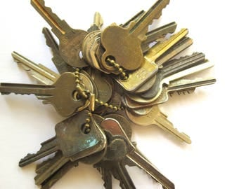 25 Bargain keys Inexpensive keys Vintage flat keys Artist supply keys Art supply House keys Cheap key Destash keys Lot of keys Bulk keys #32