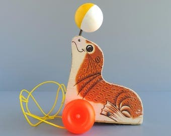 Vintage Fisher-Price Suzie Seal Children's Pull Toy, #694 1978, Wood Animal Figural, Made in USA