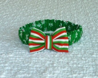 """Dog Bow Tie, Red-Centered Snowflakes Christmas Dog Scrunchie Collar - striped bow tie - Size XL: 18"""" to 20"""" neck - OnE Of A KiNd"""