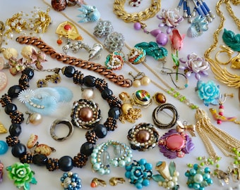 Vintage Costume Jewelry Lot Craft Lot Scrap Lot 98 Pieces Earrings, Pins, Necklaces