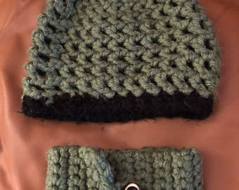 Slouchy Green Hat and Neck Warmer Set