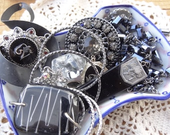 Vintage and Costume Jewelry, Vintage jewelry Lot Findings, Black Black Beaded Chain -  Cameo - Nail Art - D116
