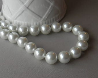 Chunky White Pearl Necklace, Statement Necklace, Big Pearl Necklace, Classic Pearl Necklace