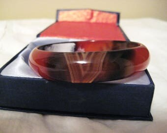 Carved polished agate bangle bracelet