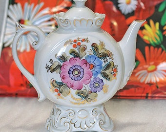 Porcelain tea pot from the Soviet Union from the Ukraine to 80 year