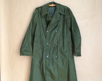 SALE ! vintage 70's raincoat / mens nylon rubber coated green / military issue / double breasted / size 36 short functional minimal